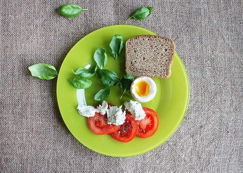 green plate with vegetables