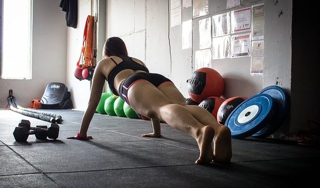 woman doing push ups