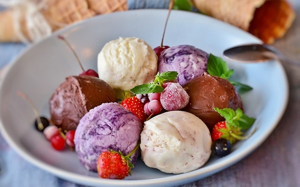 Different flavors of ice cream on a plate