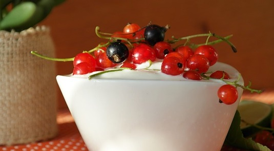Greek yoghurt with berries make a simple, fast and delicious healthy snack for weight loss.